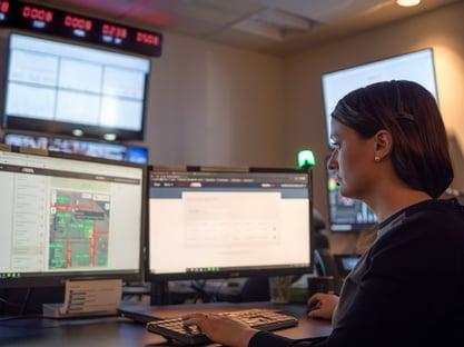 Blackline-Safety-SOC-centre d'appel-agent-côté gauche-Dominion-Bridge